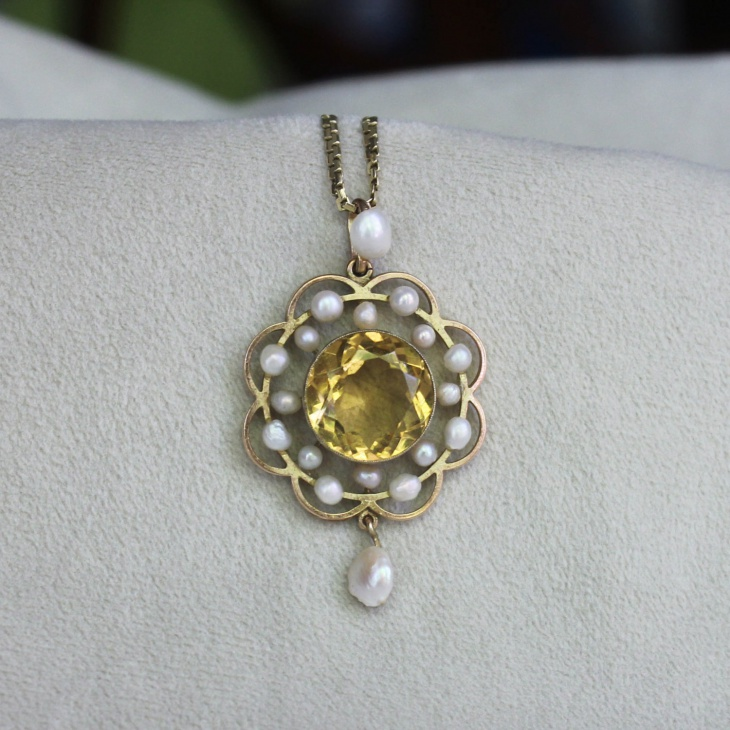 yellow gold pearl pendant necklace