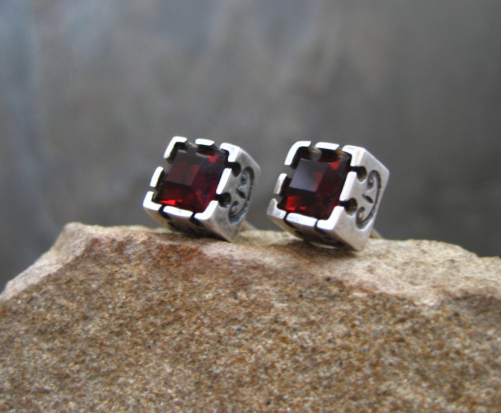 cube stud earrings