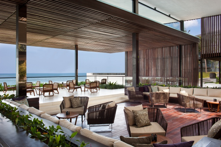 2. Lobby Lounge