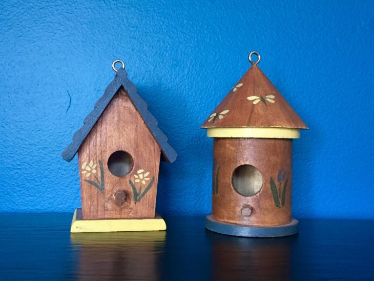 small rustic birdhouse design