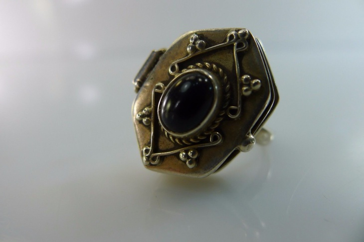 Stone Filigree Hinged Ring