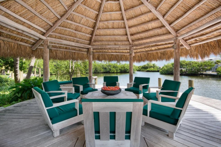 Outdoor Tropical Dining Room Idea