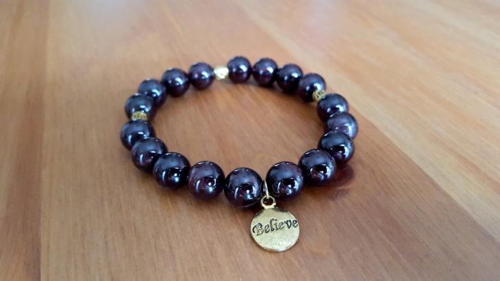 stretchy beaded garbet bracelet