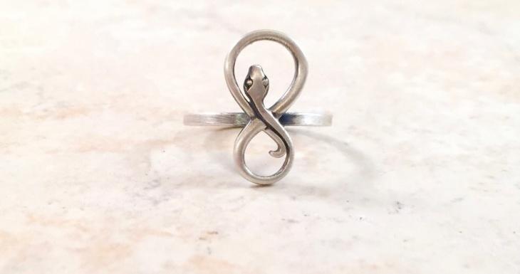 infinity snake ring design