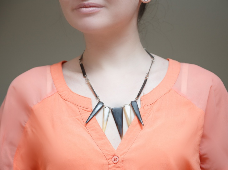 retro geometric necklace