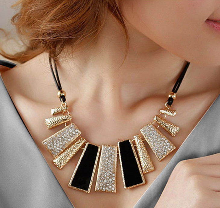 Modern Geometric Necklace Idea