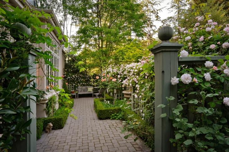 Mediterranean Courtyard Garden Idea