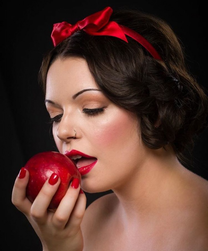 Natural Snow White and Pink Makeup