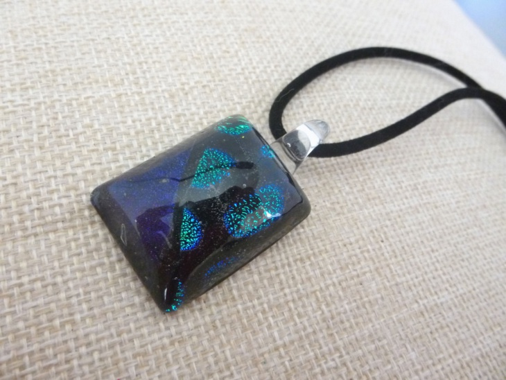small rectangular pendant necklace