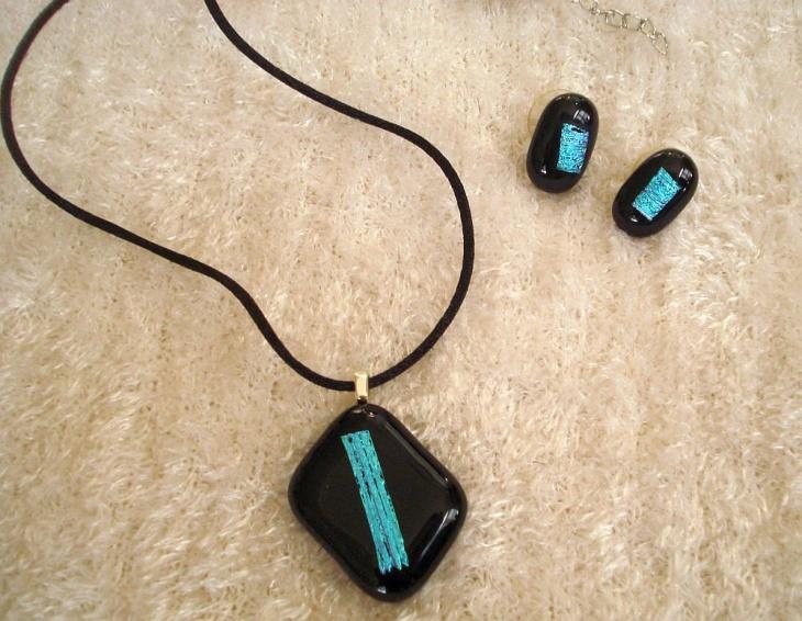 Turquoise Rectangular Pendant Design