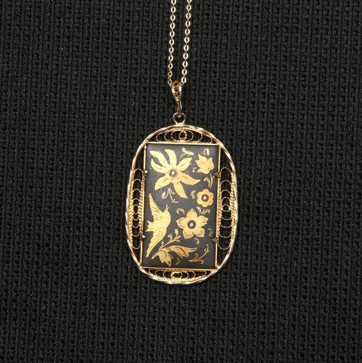 Filigree Edged Rectangular Pendant Necklace