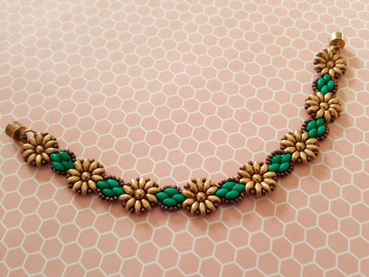 beaded daisy bracelet