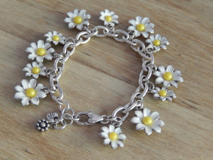 daisy petal bracelet