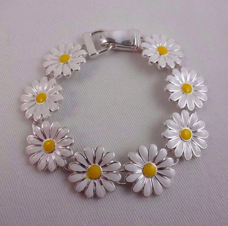 Metal Daisy Bracelet Idea