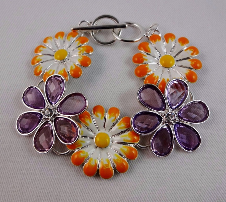 colorful daisy bracelet design