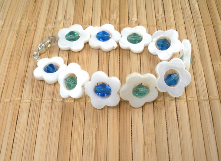pearl daisy bracelet design