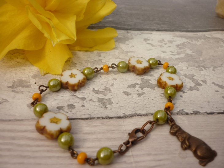 floral daisy bracelet idea