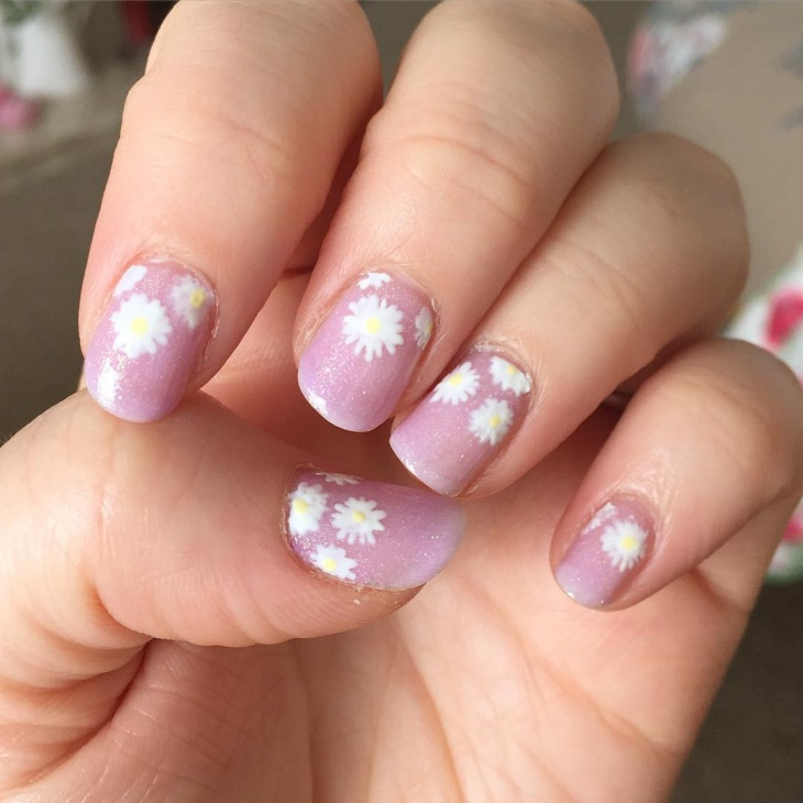 cute daisy nail art idea