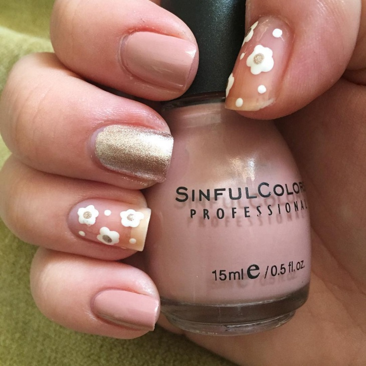 lovely daisy nail manicure