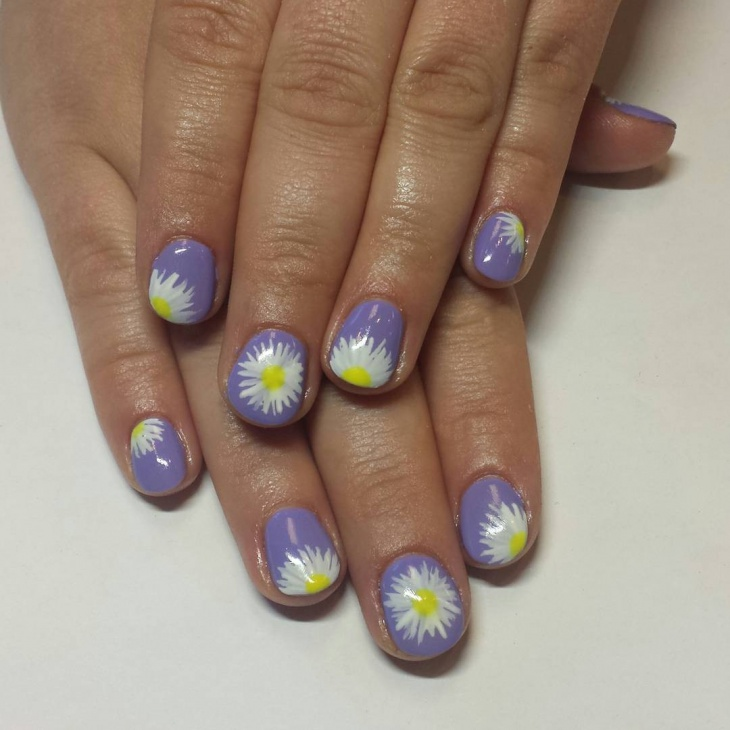 unique daisy nail design