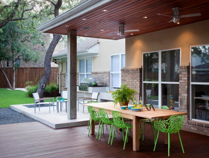 outdoor dining ground level deck