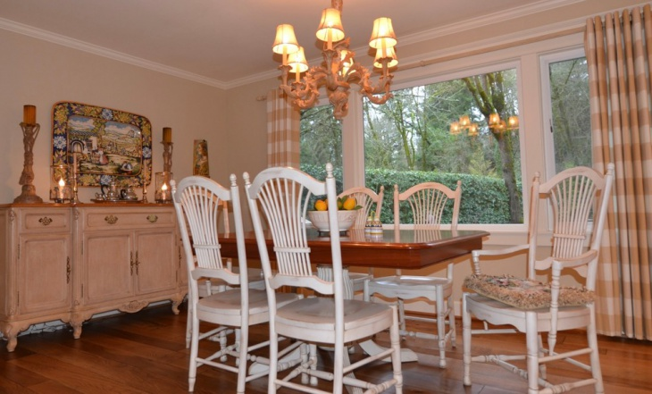 Country Style Cottage Dining Room