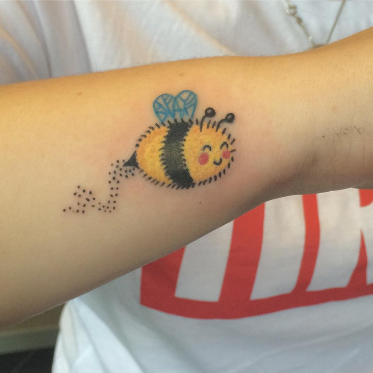 cartoon bumble bee tattoo design
