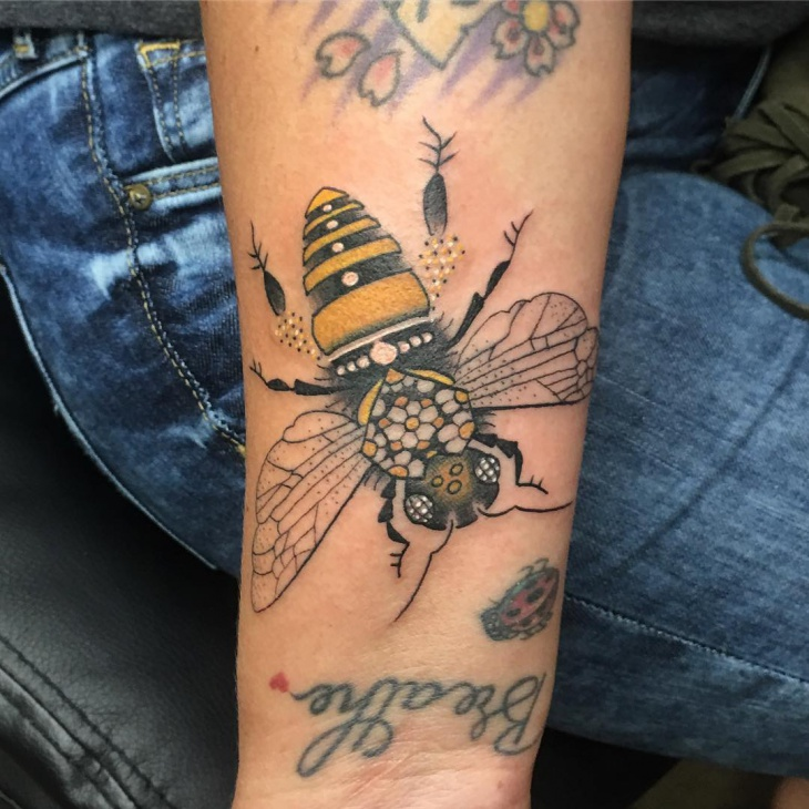 realistic bumble bee tattoo