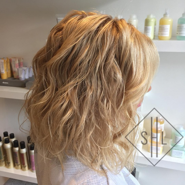 messy blonde hairstyle idea