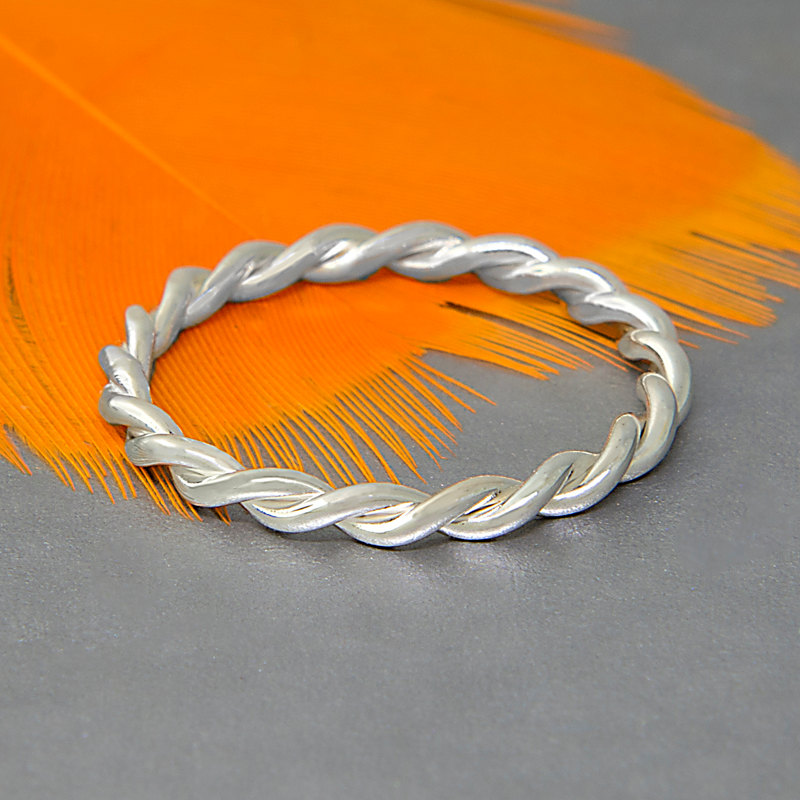 twisted rolling ring design