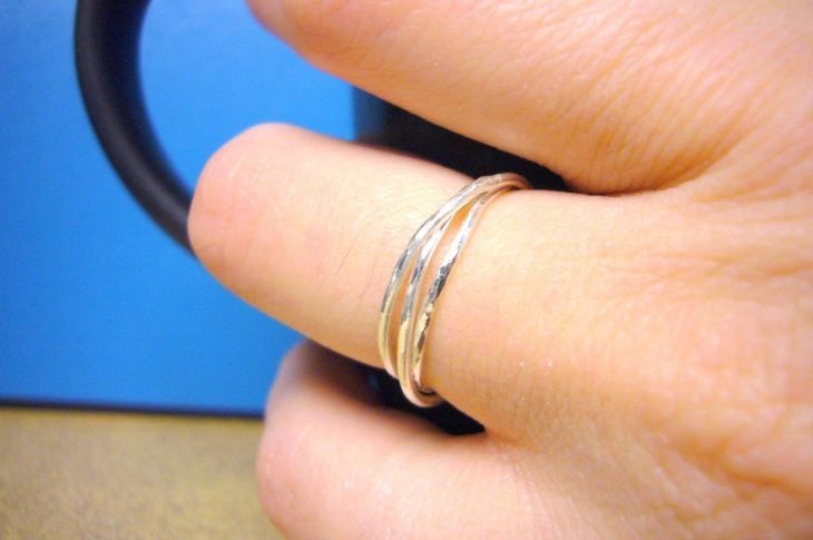 modern silver rolling ring