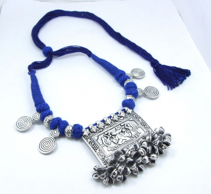 ethnic fabric necklace model