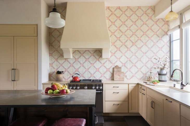 Vintage Kitchen Cabinet with Wall Design