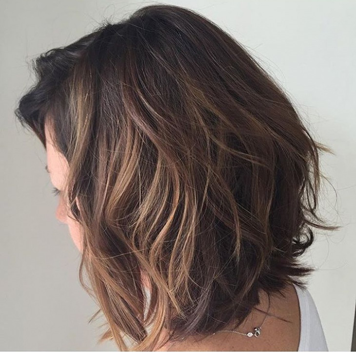 messy brunette bob hairstyle idea