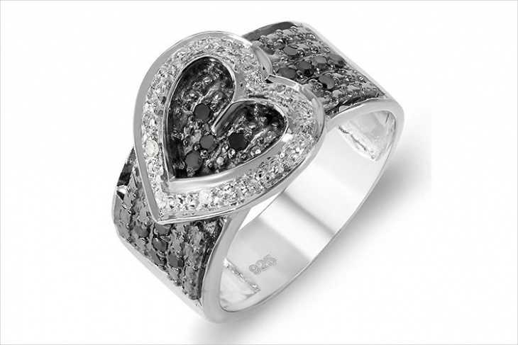 buckle heart ring design