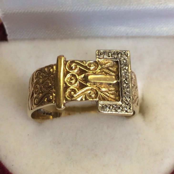 gold buckle ring design