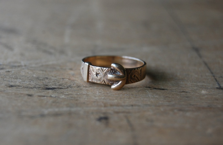 retro style buckle ring