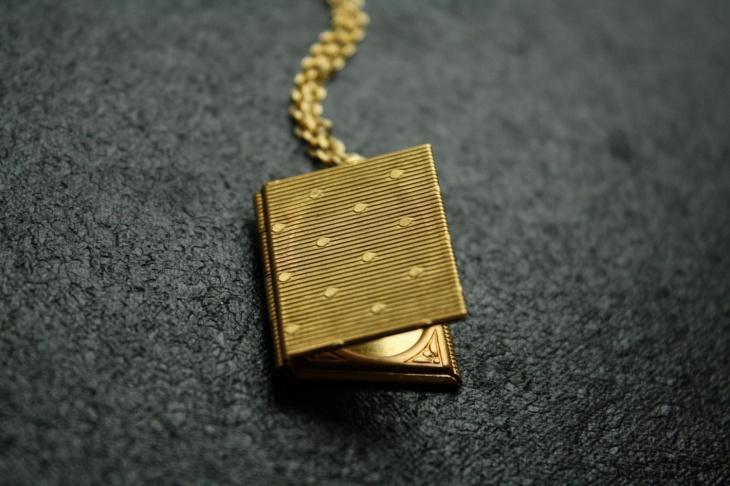 polka dots book pendant