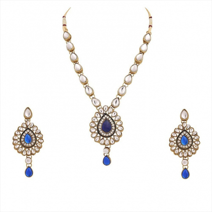 Deep blue kundan Artisan necklace