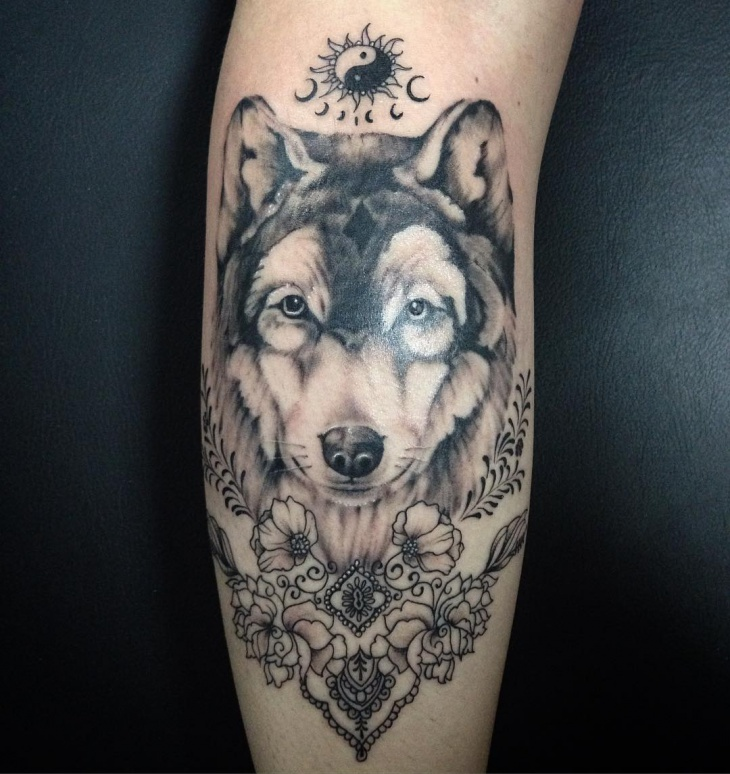 realistic wolf tattoo design
