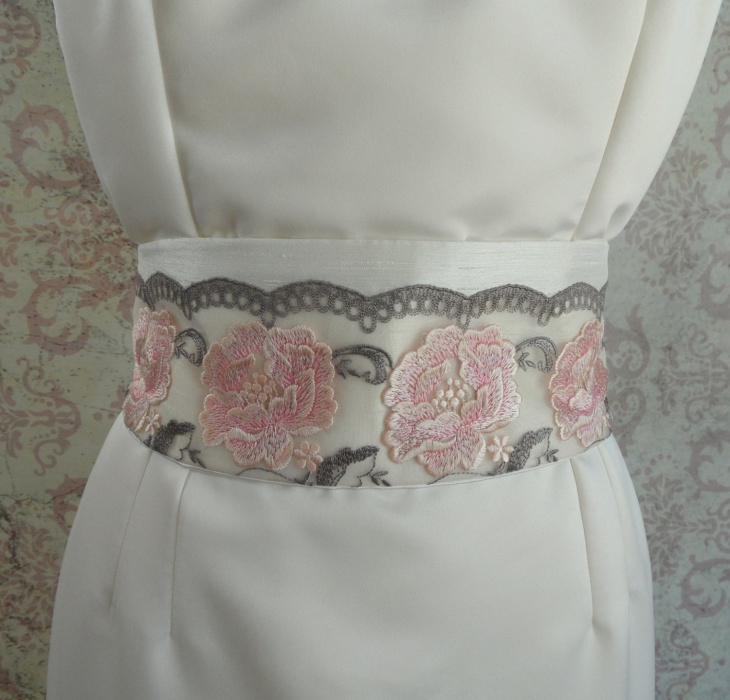 Embroidered Belts for Wedding Dresses
