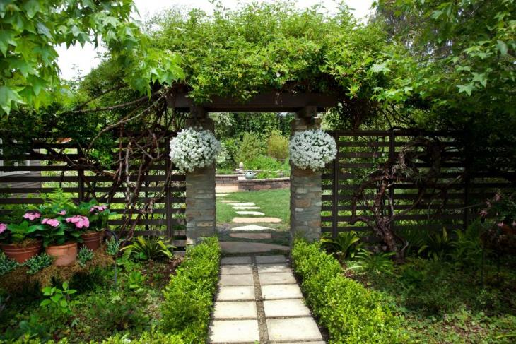 Elegant Modern Garden Trellis Idea