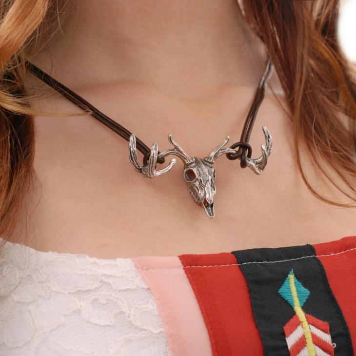 animal skull necklace model