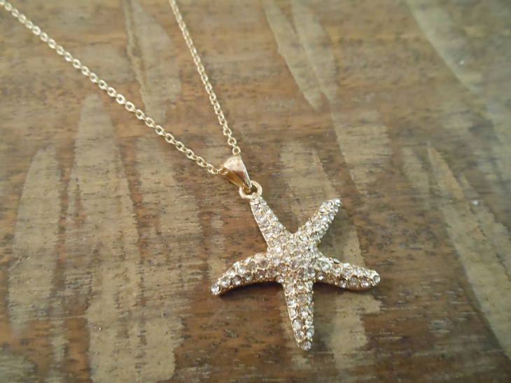 rhinestone starfish pendant necklace