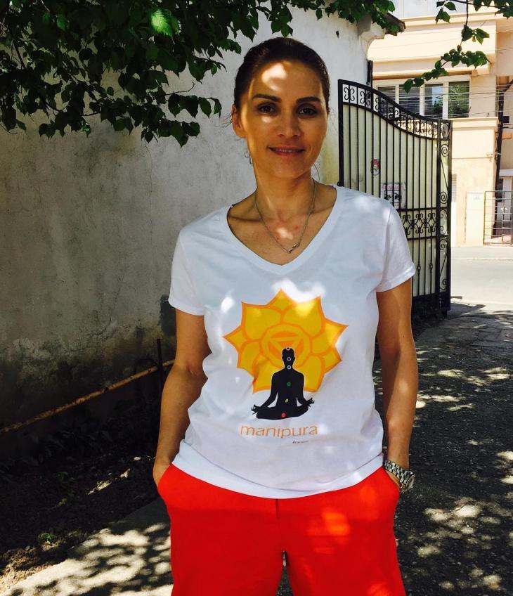 white yoga t shirt