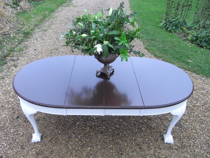 Attractive Extendable Dining Table
