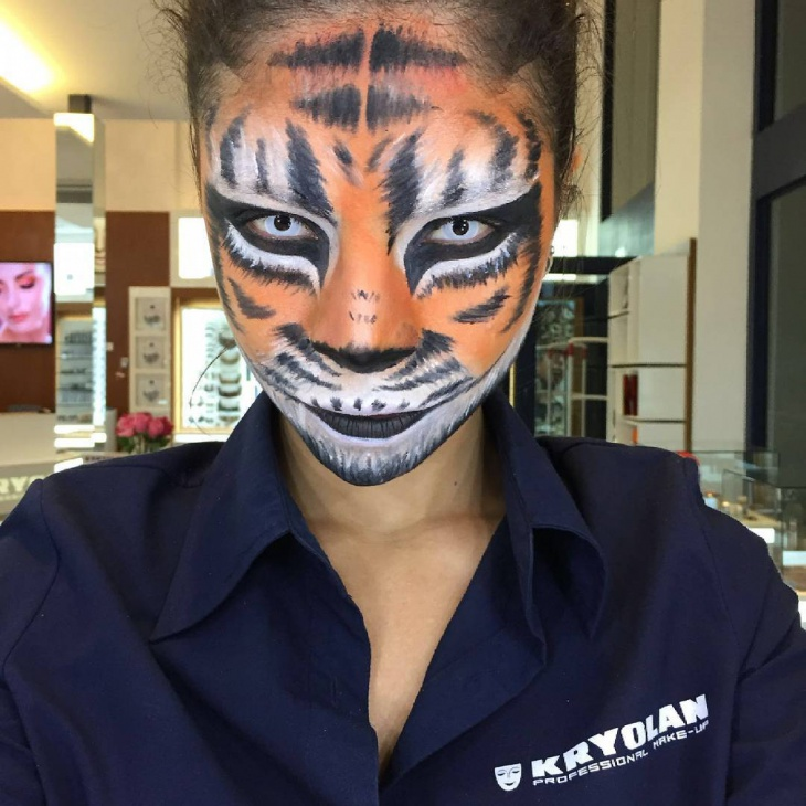 Fearfull Tiger Face Makeup