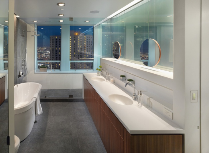 Traditional Penthouse Bathroom