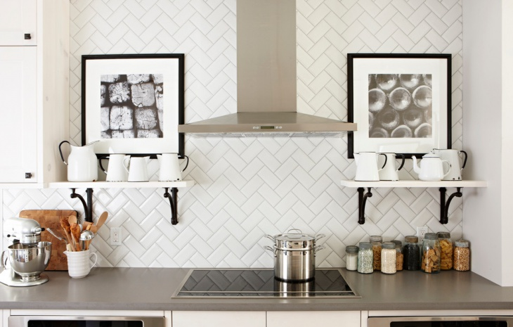 Black and White Backsplash Tiles Design