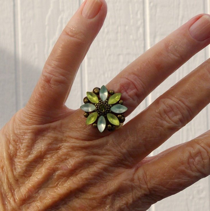 pretty daisy stretch ring